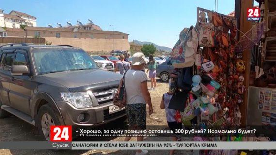 На набережных Крыма туристов «разводят» на деньги за снимки с животными