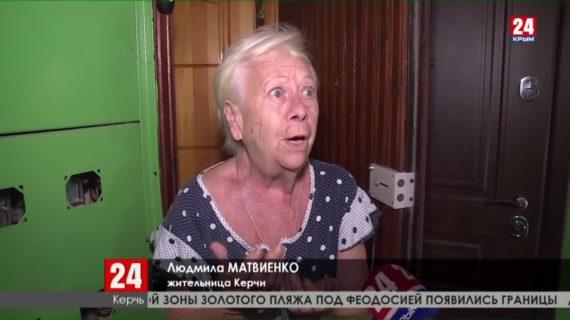 Две недели без свежего воздуха: в керченской многоэтажке поломка лифтов застала врасплох пенсионеров