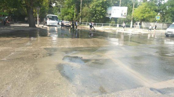 На одной из симферопольских улиц затруднено движение транспорта