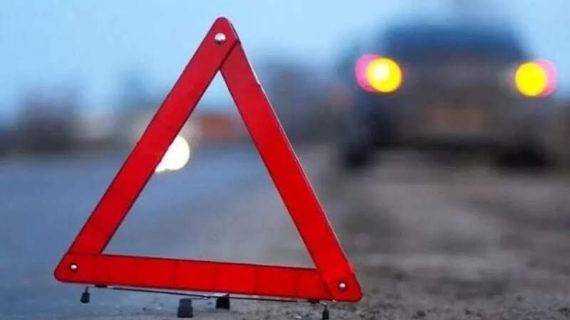На трассе Симферополь-Евпатория столкнулись три легковушки