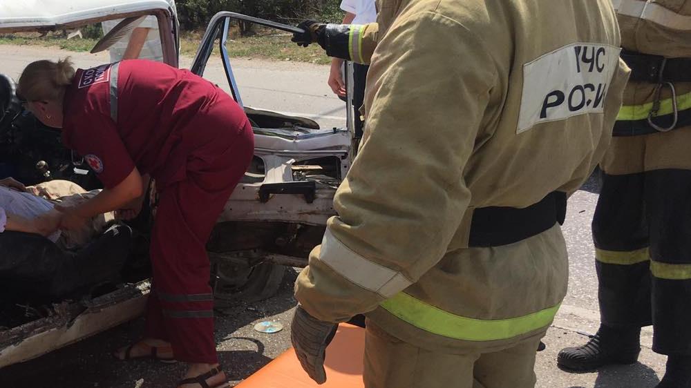 Жигули всмятку: под Коктебелем в ДТП пострадала женщина