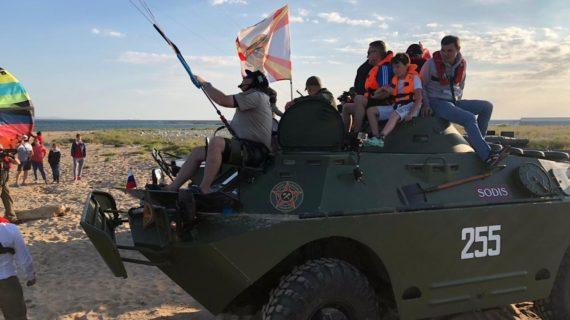 Утонувшую в Керченском проливе бронемашину поднимут, как только утихнет шторм