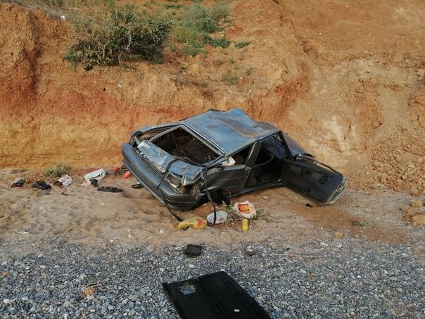 Автомобиль рухнул с обрыва на пляж в Крыму