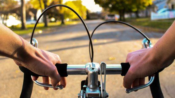 Пьяный велосипедист в Евпатории травмировал полицейского