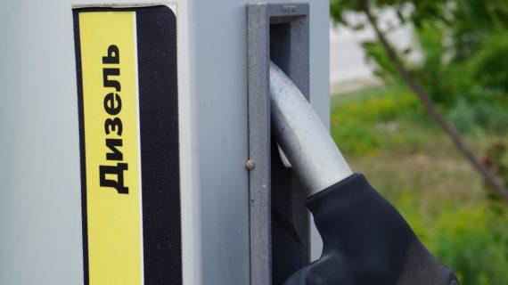 Одну из сетей АЗС Крыма подозревают в завышении цен на топливо