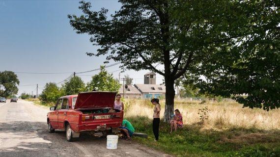 Трое нетрезвых пожилых друзей в Симферополе угнали сломанную Ладу