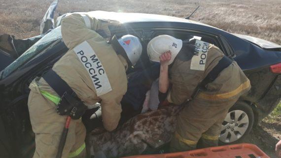 На дороге в Крыму столкнулись две легковушки: пострадала женщина