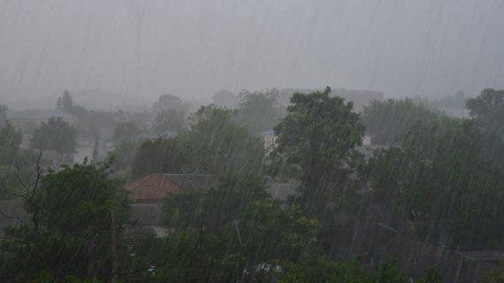 Непогода повредила крыши в одном из сёл под Симферополем