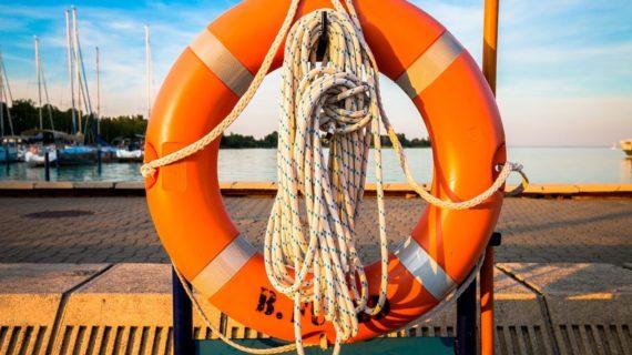 В Крыму мужчину унесло в море на 3 км