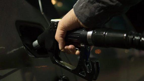 Стоимость бензина упадёт примерно на 1 рубль в Крыму