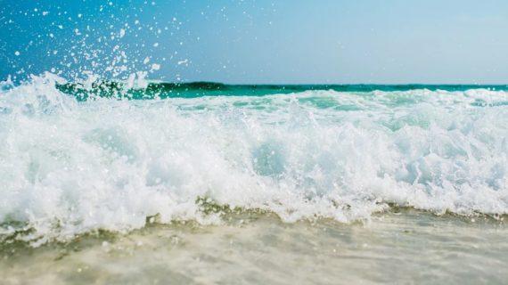 Уплывают на матрасах, напиваются и тонут: Почему гибнут туристы на крымских пляжах