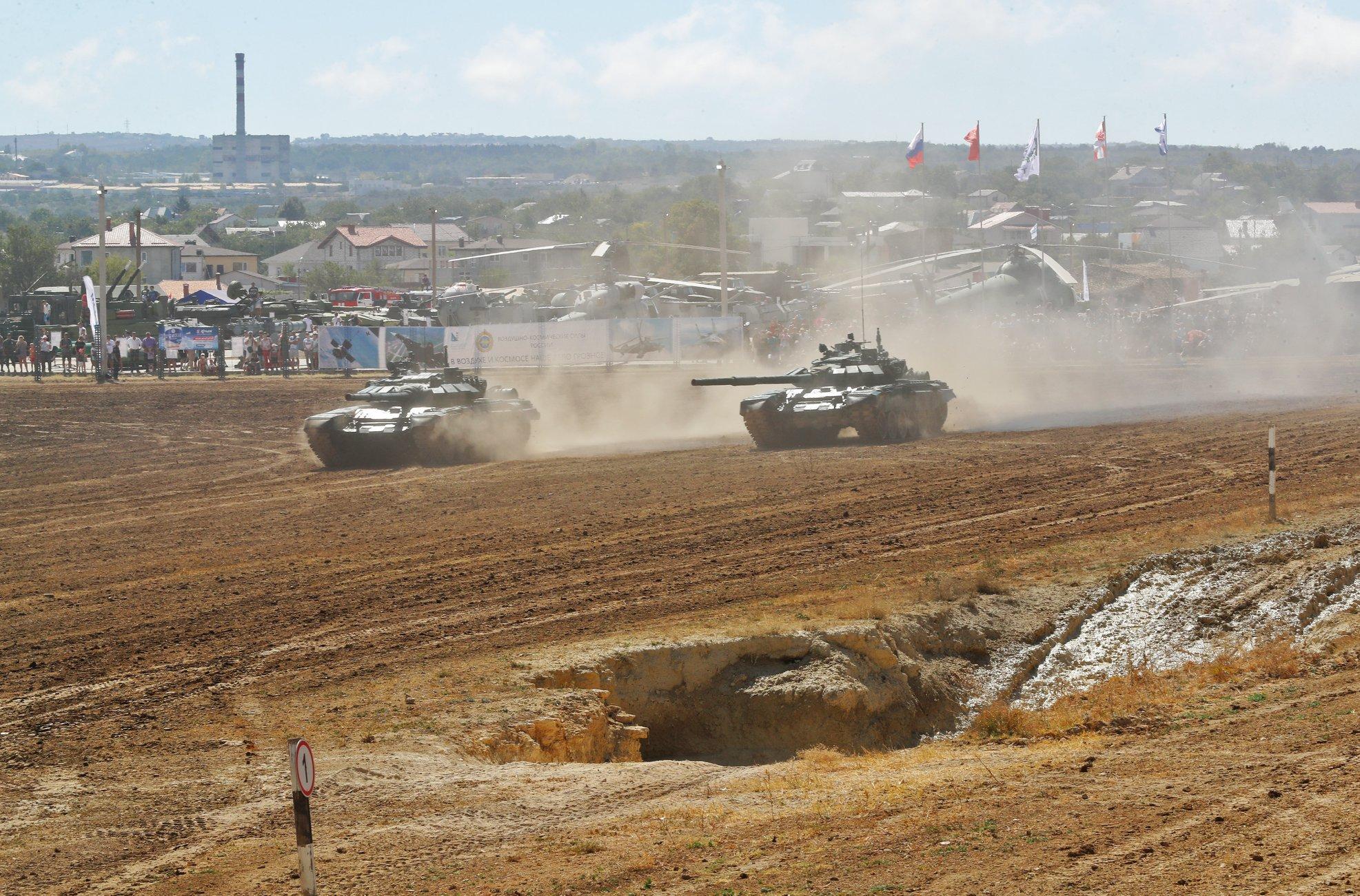 В Севастополе проходит военно-технический форум «Армия-2020»