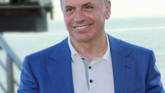 Константинов подарил детям ДНР 100 путёвок в крымский оздоровительно-спортивный комплекс