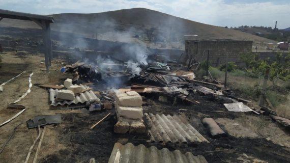 В Крыму мужчина устроил пожар на даче и получил штраф