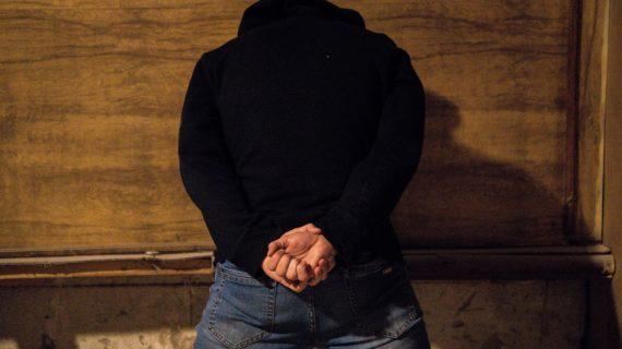 В Крыму пьяный мужчина пытался задушить своего отца