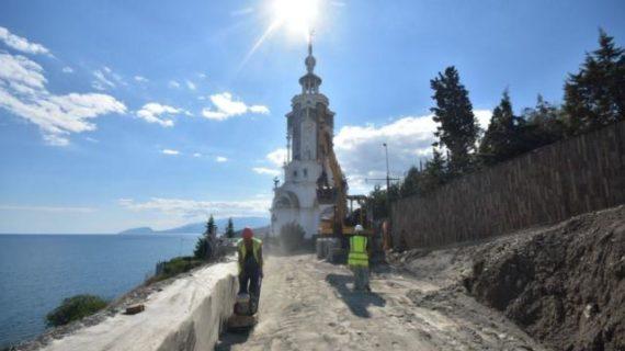В Крыму приступили к укреплению склона у храма-маяка