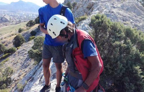 Мужчину, застрявшего на горе в Судаке, эвакуировали