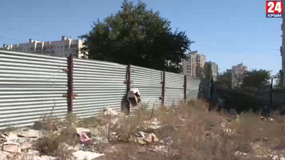 В Евпатории из-за «стихийщиков» образовываются горы мусора