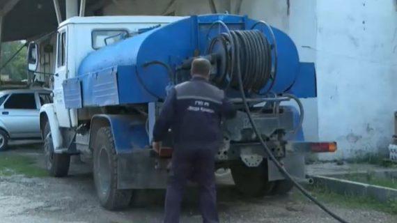 «Вода Крыма» дезинфицирует свои водовозы для перевозки питьевой воды