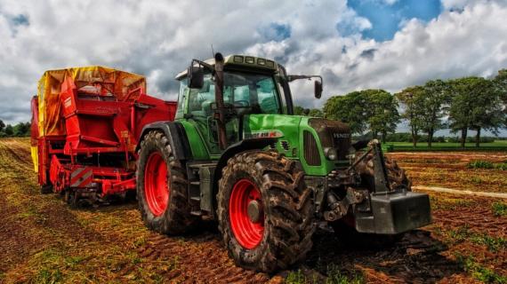 Помощь малому и среднему бизнесу: крымским аграриям компенсируют первый взнос на покупку техники
