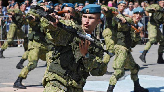 Аксёнов поздравил военных с днём ВДВ