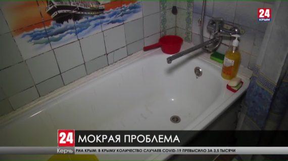 Жильцы двух многоэтажек  в Керчи жалуются на затопленные подвалы