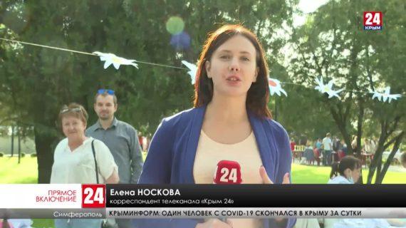 Десятки симферопольцев принесли в Екатерининский сад свои поделки на продажу