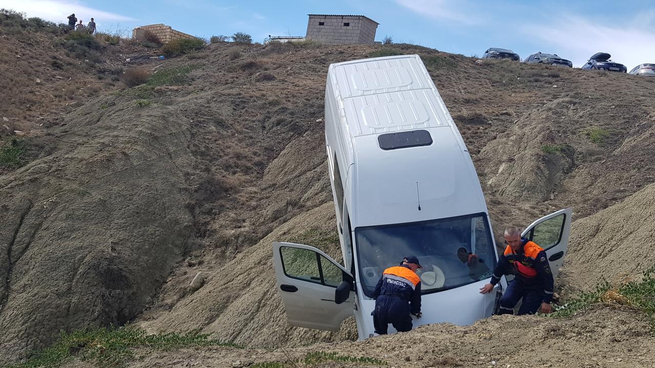 Автобус с пассажирами упал с обрыва в Судаке