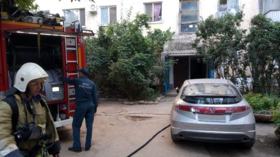 В Симферополе произошёл пожар в одной из квартир пятиэтажки, есть пострадавший