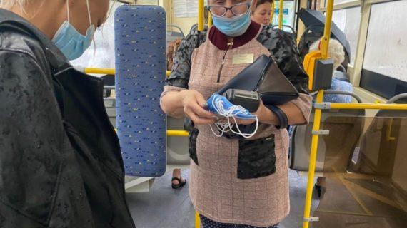 В общественном транспорте Севастополя бесплатно раздают маски