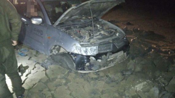 Под Феодосией автомобиль застрял в пересохшем озере