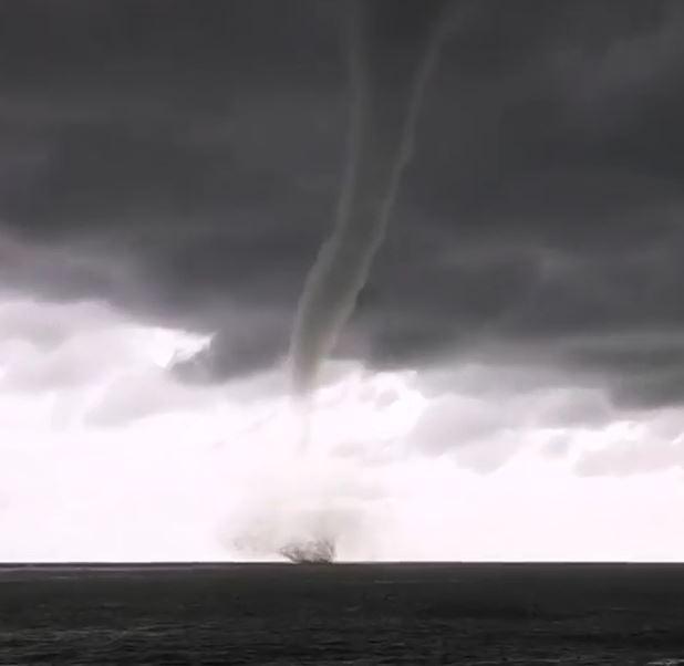 В Алуште над Чёрным морем прошёлся страшный смерч