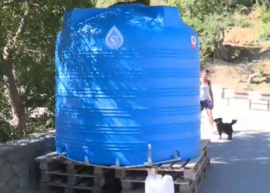 В Голубом Заливе установили ёмкости для воды
