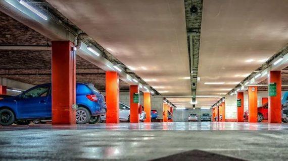 """В Ялте незаконно """"бронируют"""" парковочные места"""