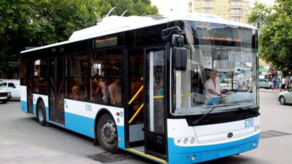 Пассажиры в Крыму будут заходить в троллейбусы  только через переднюю дверь