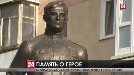 Памятник дважды Герою Советского Союза Амет-Хану Султану открыли сегодня в Симферополе