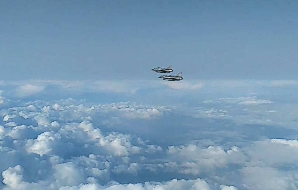 Су-27 перехватил два французских бомбардировщика у границ России