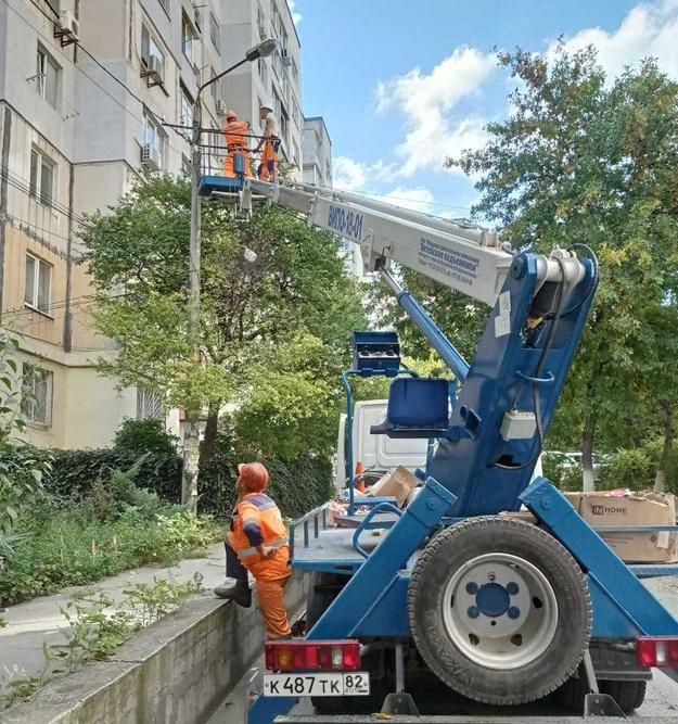 В Симферополе обновляют уличное освещение