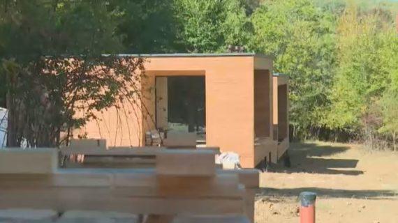 На территории лесничества Бахчисарайского района строят коттеджи для туристов