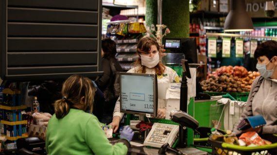 В Крыму предпринимателям запретили обслуживать людей без масок