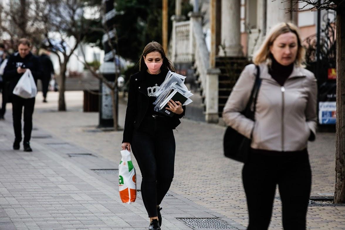 Жители Крыма стали соблюдать масочный режим