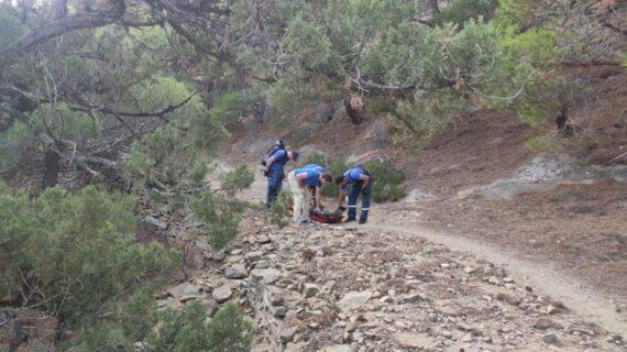 В Крыму спасатели эвакуировали женщину с горы Сокол