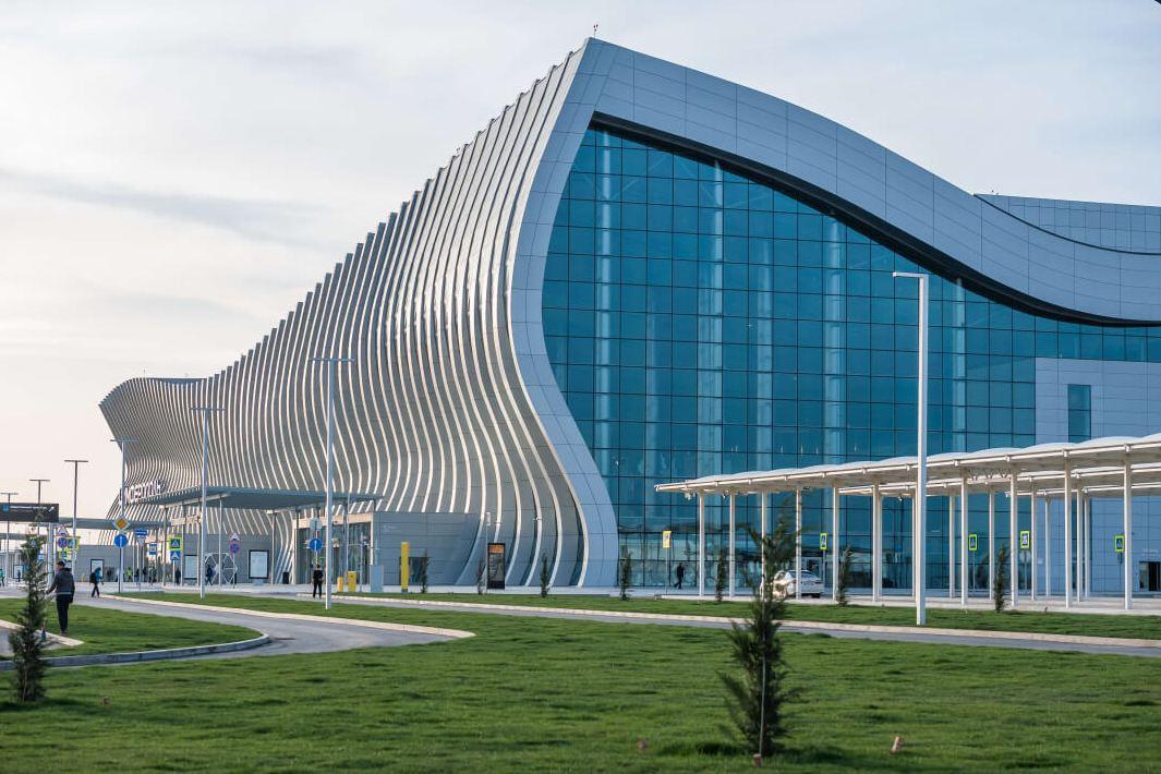 В аэропорту Симферополя женщина упала со второго этажа