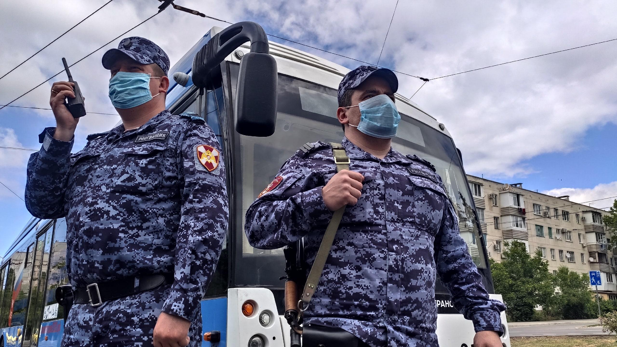 Пьяного севастопольца задержали за дебош в троллейбусе