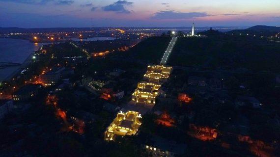 В Керчи тестируют подсветку Митридатской лестницы. ВИДЕО