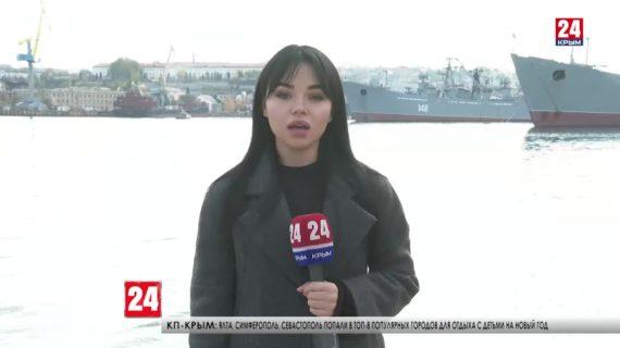 В Севастополе спустили на воду левый борт уникального плавкрана