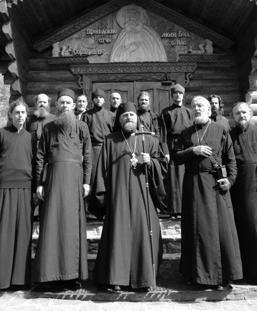 16 монахов сгоревшего Кизилташского монастыря в Крыму живут в храме и разбирают завалы