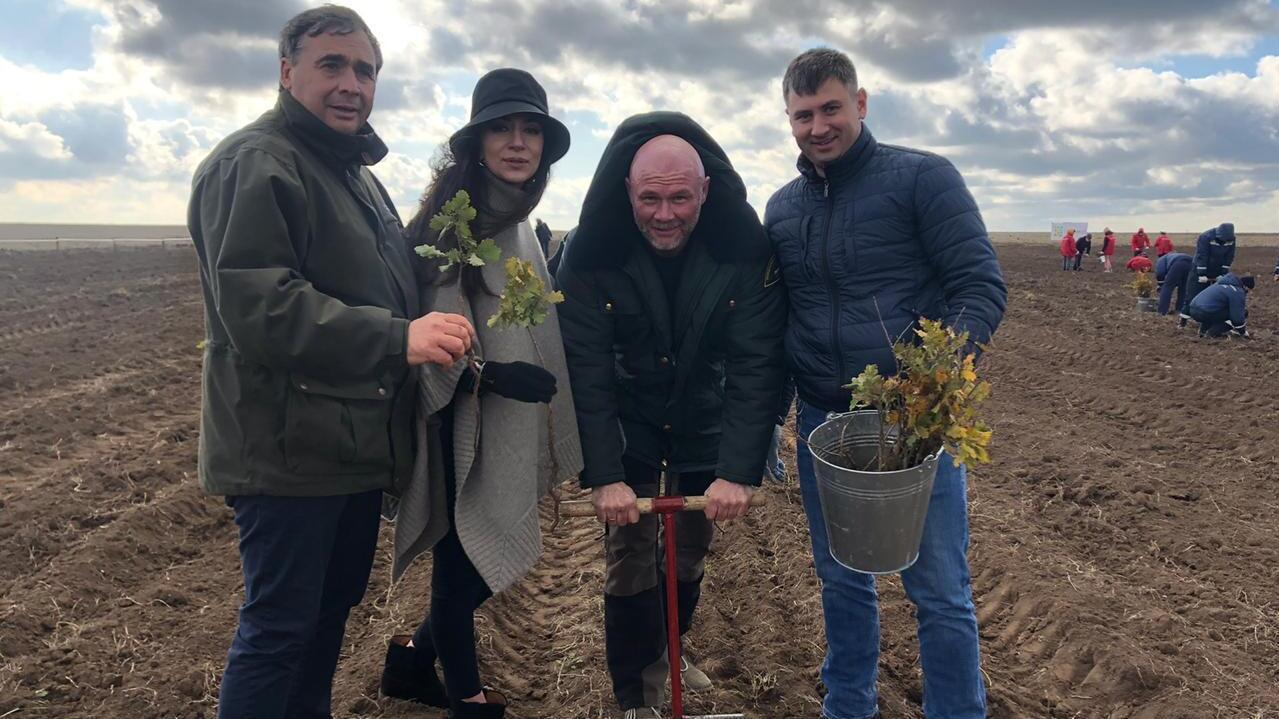 В Крыму певица Зара высадила деревья