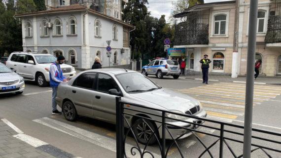 В Ялте водитель автомобиля сбил двух подростков