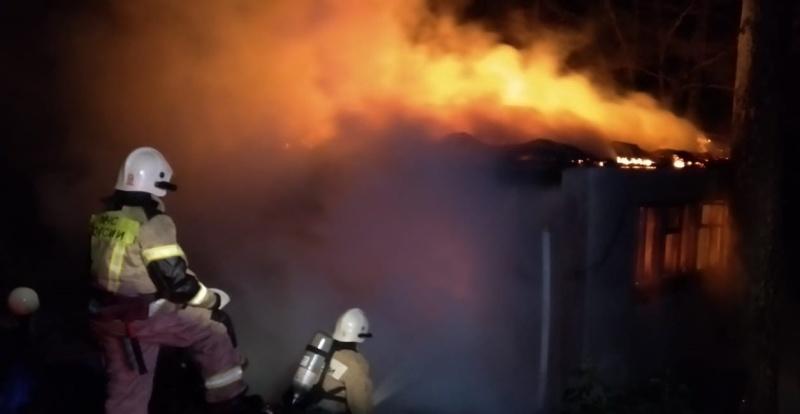 В поселке Октябрьское при пожаре погиб 52-летний мужчина
